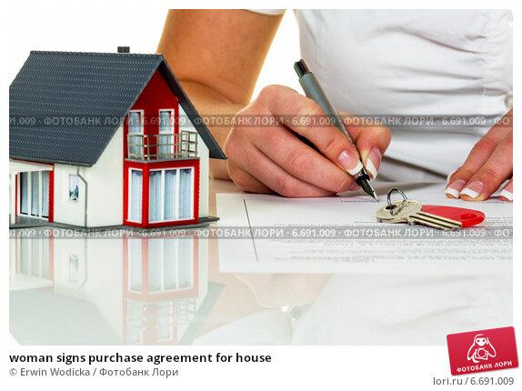 Купить «woman signs purchase agreement for house», фото № 6691009, снято 15 апреля 2019 г. (c) Erwin Wodicka / Фотобанк Лори