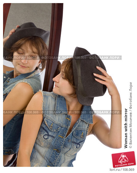 Woman with mirror, фото № 108069, снято 29 июля 2007 г. (c) Валентин Мосичев / Фотобанк Лори
