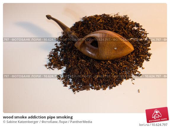 wood smoke addiction pipe smoking. Стоковое фото, фотограф Sabine Katzenberger / PantherMedia / Фотобанк Лори