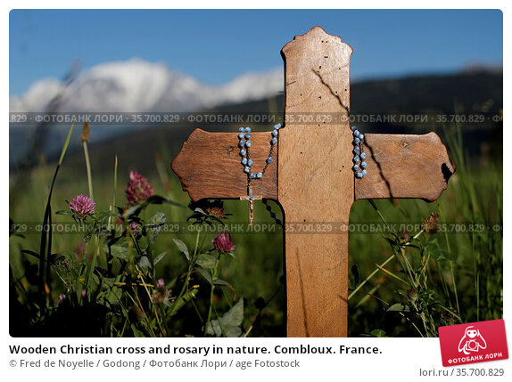 Wooden Christian cross and rosary in nature. Combloux. France. Стоковое фото, фотограф Fred de Noyelle / Godong / age Fotostock / Фотобанк Лори