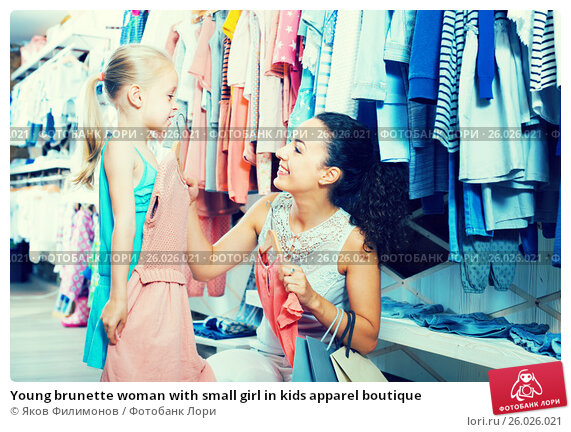 Young brunette woman with small girl in kids apparel boutique, фото № 26026021, снято 28 июня 2017 г. (c) Яков Филимонов / Фотобанк Лори