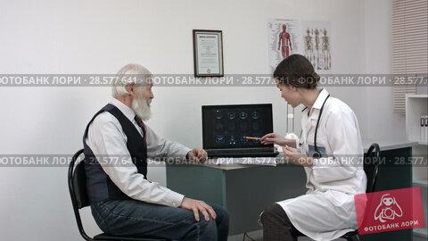 Купить «Young doctor showing mri on laptop to senior patient.», видеоролик № 28577641, снято 20 июня 2016 г. (c) Vasily Alexandrovich Gronskiy / Фотобанк Лори