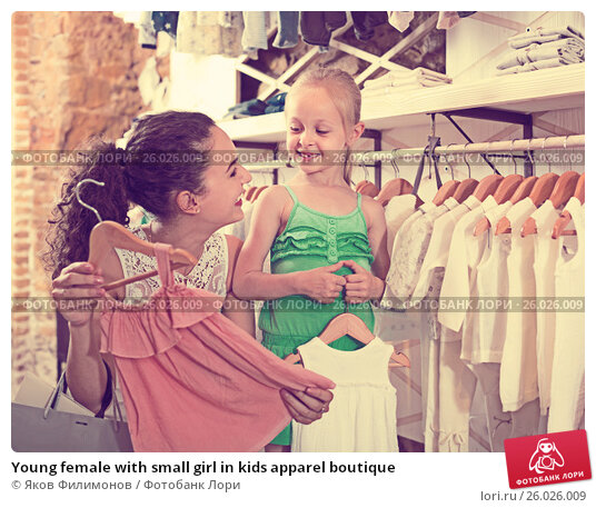 Young female with small girl in kids apparel boutique, фото № 26026009, снято 27 июня 2017 г. (c) Яков Филимонов / Фотобанк Лори