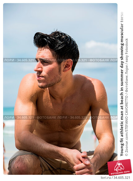 Young fit athletic man at beach in summer day showing muscular torso. Стоковое фото, фотограф Zoonar.com/STEFANO CAVORETTO / easy Fotostock / Фотобанк Лори