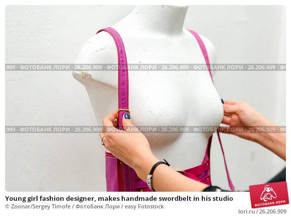 Купить «Young girl fashion designer, makes handmade swordbelt in his studio», фото № 26206909, снято 22 апреля 2019 г. (c) easy Fotostock / Фотобанк Лори