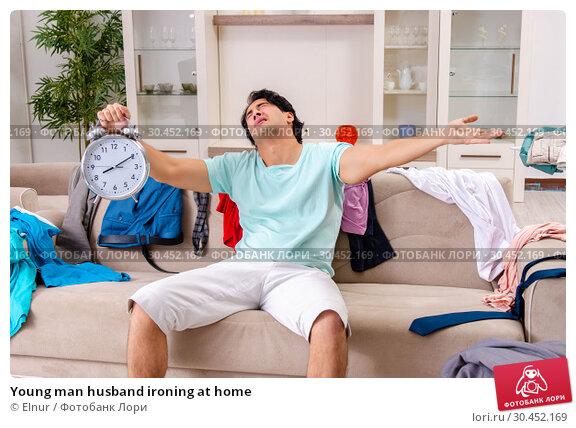 Young man husband ironing at home. Стоковое фото, фотограф Elnur / Фотобанк Лори