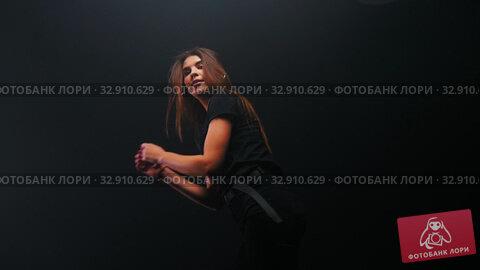 Young woman with long hair dancing in the dark. Стоковое видео, видеограф Константин Шишкин / Фотобанк Лори