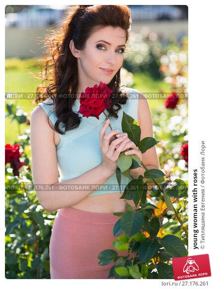 Купить «young woman with roses», фото № 27176261, снято 4 июня 2017 г. (c) Типляшина Евгения / Фотобанк Лори