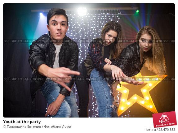 Купить «Youth at the party», фото № 28470353, снято 10 марта 2018 г. (c) Типляшина Евгения / Фотобанк Лори