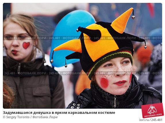 Задумавшаяся девушка в ярком карнавальном костюме, фото № 245481, снято 9 марта 2008 г. (c) Sergey Toronto / Фотобанк Лори
