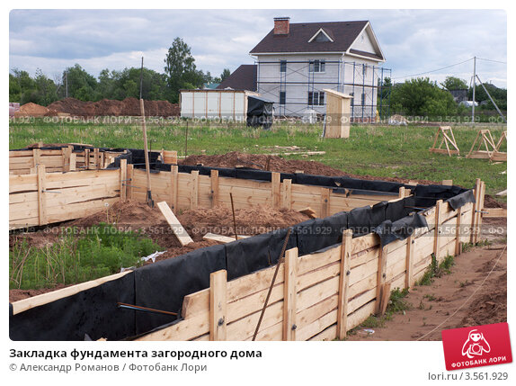 Купить «Закладка фундамента загородного дома», фото № 3561929, снято 1 июня 2012 г. (c) Александр Романов / Фотобанк Лори