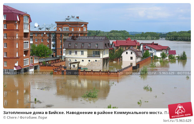 Затопленные дома в Бийске. Наводнение в районе Коммунального моста. Паводок на Алтае 01.06.2014 г., фото № 5963629, снято 1 мая 2014 г. (c) Chere / Фотобанк Лори