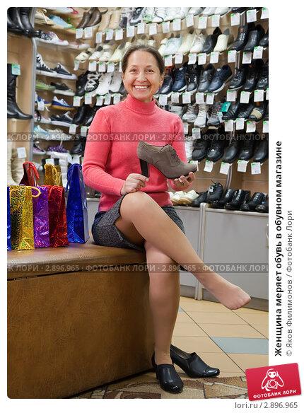 Девушки мериют обувь фото фото 114-904
