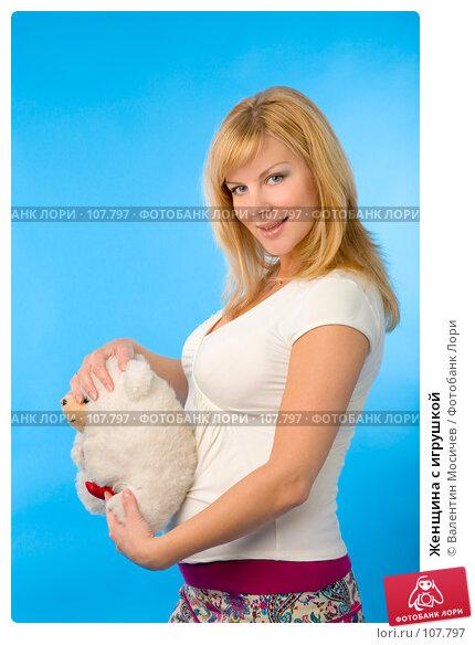 Купить «Женщина с игрушкой», фото № 107797, снято 14 июля 2007 г. (c) Валентин Мосичев / Фотобанк Лори