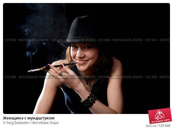 Купить «Женщина с мундштуком», фото № 137945, снято 19 апреля 2007 г. (c) Serg Zastavkin / Фотобанк Лори