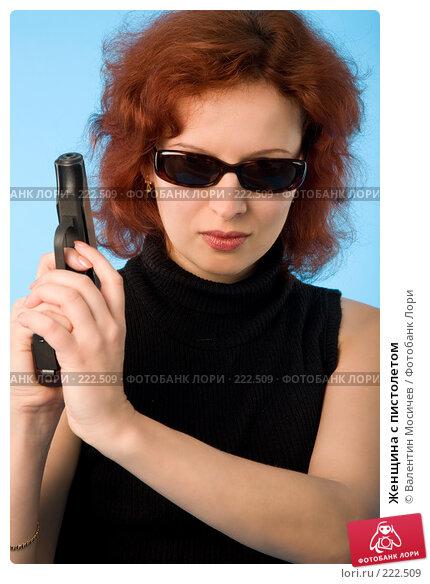 Женщина с пистолетом, фото № 222509, снято 9 сентября 2007 г. (c) Валентин Мосичев / Фотобанк Лори