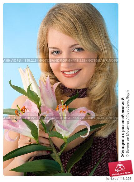 Женщина с розовой лилией, фото № 118225, снято 21 октября 2007 г. (c) Валентин Мосичев / Фотобанк Лори