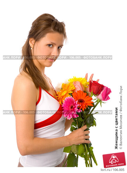 Купить «Женщина с цветами», фото № 106005, снято 26 мая 2007 г. (c) Валентин Мосичев / Фотобанк Лори