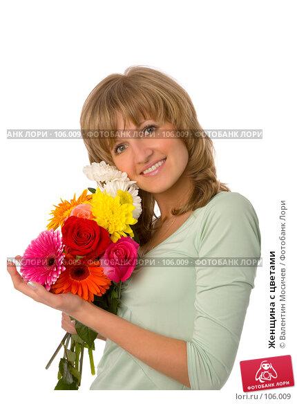 Купить «Женщина с цветами», фото № 106009, снято 26 мая 2007 г. (c) Валентин Мосичев / Фотобанк Лори