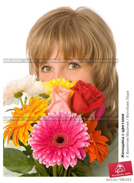 Купить «Женщина с цветами», фото № 106013, снято 26 мая 2007 г. (c) Валентин Мосичев / Фотобанк Лори