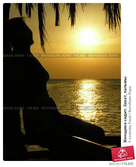 Женщина сидит. Закат, пальмы, фото № 116825, снято 8 января 2006 г. (c) Losevsky Pavel / Фотобанк Лори