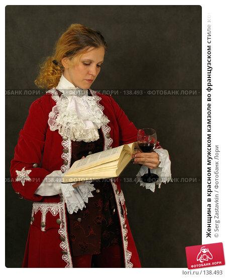 Женщина в красном мужском камзоле во французском стиле конца 18 века, фото № 138493, снято 7 января 2006 г. (c) Serg Zastavkin / Фотобанк Лори