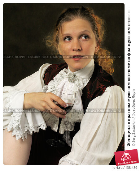 Купить «Женщина в красном мужском костюме во французском стиле конца 18 века, с бокалом красного вина», фото № 138489, снято 7 января 2006 г. (c) Serg Zastavkin / Фотобанк Лори