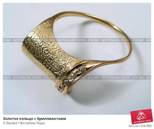 Золотое кольцо с бриллиантами, фото № 218969, снято 24 октября 2016 г. (c) ElenArt / Фотобанк Лори